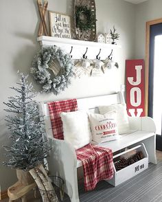 Below are the Christmas Entryway Decoration Ideas. This post about Christmas Entryway Decoration Ideas was posted under the Exterior Design … Christmas Entryway, Farmhouse Christmas Decor, Cozy Christmas, Rustic Christmas, Farmhouse Decor, Frugal Christmas, Farmhouse Style, White Christmas, Farmhouse Ideas