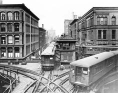 The CTA elevated trains at Lake and Wells Streets in (Chicago Tribune historical photo) Chicago Tribune, Chicago Illinois, Chicago Chicago, Chicago Loop, Chicago School, Visit Chicago, Chicago Transit Authority, U Bahn, Old Trains