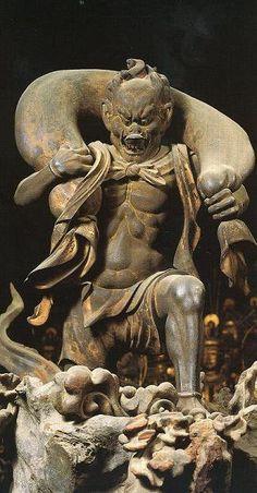 蓮華王院三十三間堂木造風神雷神像:本来はインド最古の聖典「リグ・ヴェーダ」に登場する神で、自然現象を神格化した原初的な神々である。江戸の絵師である俵屋宗達は『風神雷神図屏風』(4)を描く際にこの仏像から着想を得たと言われている。