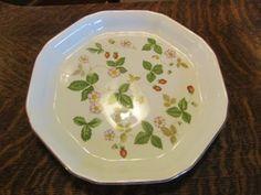 "Wedgwood Wild Strawberry Pie Plate, 9-3/4"" x 1¼"" deep $15.00 at tammystoys859 on ebay, 5/14/16"