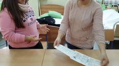 Colocación de guantes estériles al doctor