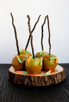 How to make easy Wormy Caramel Apples for a fun Halloween treat!