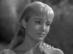 The 10 Best Beauty Looks From Classic Twilight Zone Episodes - xoVain - Susan Oliver, People Are Alike All Over Susan Oliver, Twilight Zone Episodes, Psychological Horror, Anthology Series, Green Girl, New Haircuts, Vintage Hollywood, Timeless Beauty, Best Shows Ever