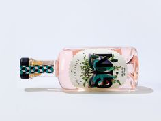 Rosa gin gjord på rosévin: Wölffer Gin via ELLE Decoration Tequila, Summer In A Bottle, Le Gin, Best Alcohol, Wine Bottle Design, Pink Cocktails, Drinks, Wine Packaging, Creativity And Innovation