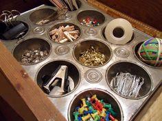 Tip voor een opgeruimd huis, muffinschaal om kleine dingen opte bergen | ELLE