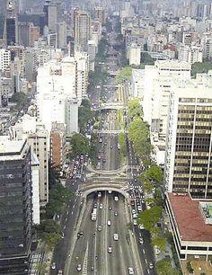 Amazing Libertador Avenue, Caracas, Venezuela yo vivía en caracas cuando se construyó esta avenida. la viví.