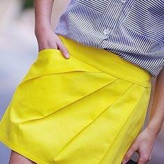 BACK !! le sergé de coton jaune soleil est de retour  #littlefabrics #tissus #mercerie #sergécoton #couture #patroncouture