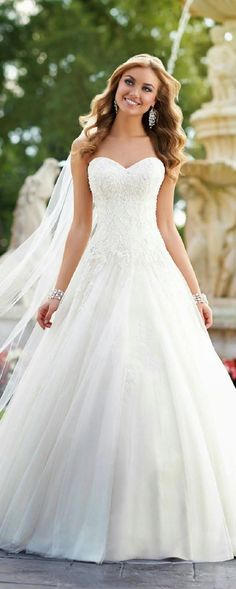White Tulle Floor Length Wedding Dress with Appliques ccd9b2f06349