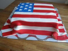 American flag cake Kittiyachavalit / Design & Happiness Otero Just picture a bat across it. Fourth Of July Cakes, 4th Of July Fireworks, 4th Of July Celebration, Army Cake, Military Cake, Crazy Cakes, Fancy Cakes, Patriotic Cake Recipe, Texas Cake