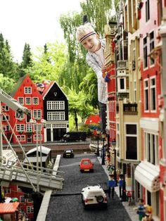 De Denen hebben Legoland - Billund (Denmark) / de Nederlanders hebben Madurodam - Den Haag (Nederland)