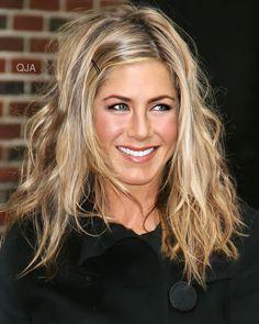 Jennifer Aniston Style, Jennifer Aniston Long Bob, Jennifer Aniston Pictures, Jennifer Lawrence, Cute Messy Hairstyles, Short Hairstyles For Women, Blonde Hairstyles, Updo Hairstyle, Hairstyle Ideas