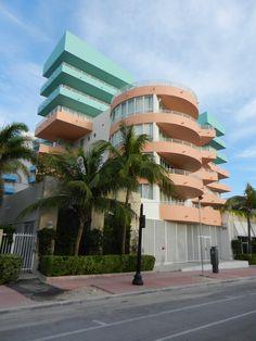 classic example of Miami Art Deco design in architecture. Architecture Miami, Architecture Design, Vintage Architecture, Miami Art Deco, Estilo Art Deco, Art Deco Stil, Art Deco Home, Art Nouveau, Decoration Design