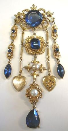 Coro Chatelaine Gorgeous Coro chatelaine with deep blue stones, hearts & faux pearls. Victorian Jewelry, Antique Jewelry, Vintage Jewelry, Vintage Costume Jewelry, Vintage Costumes, Jewelry Box, Fine Jewelry, Hippie Jewelry, Yoga Jewelry