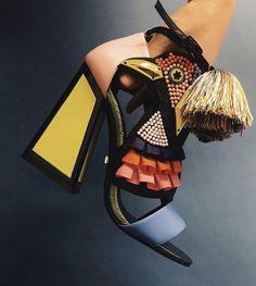 color block shoes, tassel, beads… such a pair of statement shoes! Fab Shoes, Crazy Shoes, Me Too Shoes, Women's Shoes, Beaded Shoes, Color Block Shoes, Mode Shoes, Zapatos Shoes, Paris Mode