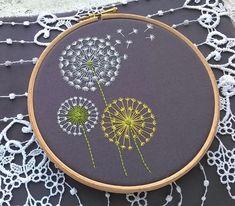 Kit de broderie traditionnelle Dandelion Broderie moderne | Etsy Diy Embroidery Patterns, Embroidery Needles, Embroidery Thread, Kit Diy, Needlepoint Kits, Stitch Kit, Dandelion, Creations, Etsy