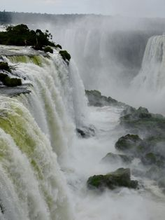 Iguazu falls: which side to visit? The answer is not easy and depends a lot on the time you have. Iguazu Falls, Niagara Falls, South America, Close Up, Nature, Travel, Naturaleza, Viajes, Trips