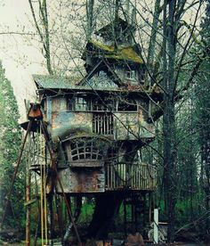 Self Architecture — fuckyeahabandonedthings: Abandoned tree house This Old House, My House, Abandoned Buildings, Abandoned Places, Magical Tree, Cool Tree Houses, In The Tree, Play Houses, My Dream Home