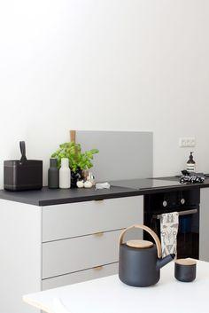 Very minimal kitchen design in grey