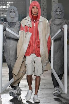 See all the Collection photos from A-Cold-Wall Spring/Summer 2019 Menswear now on British Vogue Fashion Now, Fashion Brands, Mens Fashion, A Cold Wall, Groom Style, Streetwear Fashion, Shorts, Female Models, Old Navy