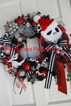 Says halloween but i think it would make a great xmas wreath! :) Halloween nightmare before Christmas wreath of Jack Skellington that you can use in 2014 Disney Christmas, Halloween Christmas, Christmas Themes, Halloween Crafts, Holiday Crafts, Holiday Fun, Christmas Holidays, Christmas Wreaths, Halloween Wreaths