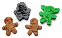 These officially-licensed Star Wars Cookie Cutters is sure to provide some smiles for your holiday party or cookie swap. This set of 6 comes with with Darth Vader, Boba Fett, Chewbacca, Yoda, C-3PO, and a Stormtrooper.