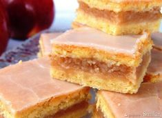 İdeen Easy Cake Apple pie on crispy pastry. Pastry Recipes, Cookbook Recipes, Wine Recipes, Polish Desserts, Polish Recipes, Breakfast Dessert, Dessert Bars, Apple Cake Recipes, Cookie Recipes