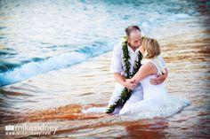 Maui trash the dress / Maui wedding / www.mikesidney.com
