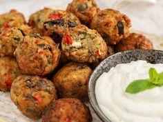 Μελιτζανοκεφτέδες Greek Recipes, Tandoori Chicken, Food And Drink, Cooking Recipes, Dishes, Ethnic Recipes, Cakes, Blog, Cake Makers