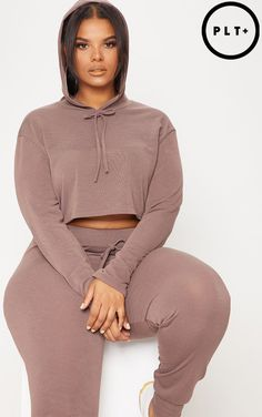 Plus Chocolate Knitted Cropped Hoodie. Head online and shop this season's range of plus size at PrettyLittleThing. Express delivery & student discount available. Thick Girl Fashion, Curvy Women Fashion, Plus Size Fashion, Womens Fashion, Curvy Girl Outfits, Plus Size Outfits, Plus Zise, Plus Size Blouses, Cropped Hoodie