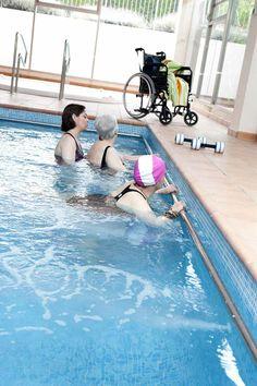 17 mejores im genes de residencia de ancianos en valencia for Escaleras de piscinas para personas mayores