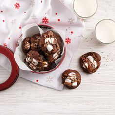 Biscuits au chocolat chaud - 5 ingredients 15 minutes Hot Chocolate Cookies, Melting Chocolate, Cookie Recipes, Dessert Recipes, Mini Marshmallows, Holiday Baking, Cookie Dough, Pudding, Eat