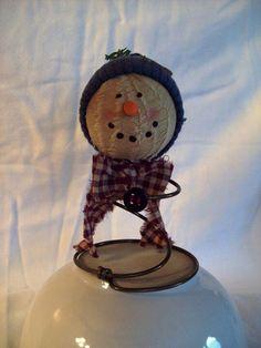 Prim christmas Primitive Snowmen, Primitive Crafts, Diy Christmas Ornaments, Holiday Crafts, Holiday Decorations, Christmas Crafts, Christmas Ideas, Bed Springs, Mattress Springs