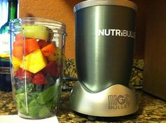 Spinach, kale, blueberries, strawberries, pineapple, carrot and honeydew melon. Love my #Nutribullet pic.twitter.com/kYIHvSou