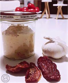 Co potrzeba: - cieciorka - pasta z sezamu, czyli tahina - czosnek - cytryna - ususzone pomidory (dodaję takie nie z zalewy, choć można i z oleju) - sól - soda oczyszczona - WODA Jak robimy: Jeśli...