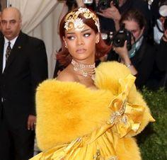 17 FEB (MEX) .- Una de las grandes ausentes en la reciente entrega de los premios Grammy fue Rihanna, de quien se dijo que tuvo que retirarse del evento y no cantar por orden médica, ya que sus cuerdas vocales estaban muy dañadas y corría el riesgo de sufrir una hemorragia.