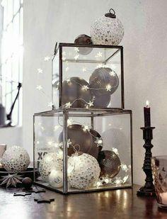 modern christmas decor: ornaments in clear boxes + star stringlights | #holidays black / white minimal skandinavian monochrome / monochromatic