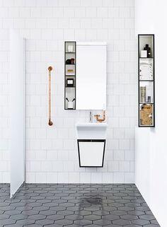 Svart och vit badrumsmöbel