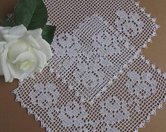Crochet doily square white 944 in. Filet Crochet, Crochet Doilies, Hand Crochet, Crochet Lace, Mantel Redondo, Sewing Patterns, Crochet Patterns, Square, Fashion Sewing