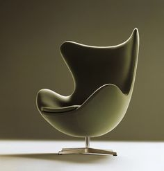 Fauteuil Egg - Fritz Hansen http://www.madeindesign.com/prod-fauteuil-pivotant-egg-chair-rembourre-cuir-fritz-hansen-ref3316-basicleather-black.html