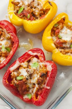 If you're in the mood for pizza but you don't want to break your diet plan, these stuffed bell pepper pizzas are absolutely the way to go. They have everything you love about pizza with one very important distinction: no crust. Pizza Recipes, Lunch Recipes, Healthy Dinner Recipes, Low Carb Recipes, Diet Recipes, Cooking Recipes, Sandwich Recipes, Clean Eating Meal Plan, Clean Eating Recipes