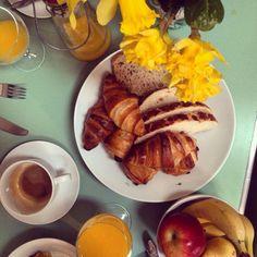 Springtime breakfast at Tidwell Farm, Devon. #tidwellfarm #devon #healthyliving #breakfast #daffodil #foodie