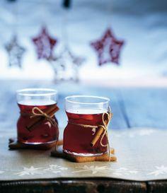Karpalo-kardemummaglögi | K-ruoka #joulu #juoma Christmas Drinks, Christmas Kitchen, Simple Christmas, Mulled Wine, Christmas Inspiration, Panna Cotta, My Favorite Things, Tableware, Winter