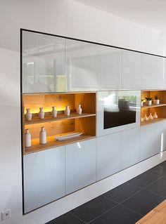 Küchenausstellung von Elbau – Inforama Showroom Bathroom Medicine Cabinet, Showroom, Custom Kitchens, Kitchen Contemporary, Fashion Showroom