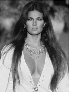 Hollywood Icons, Vintage Hollywood, Hollywood Glamour, Hollywood Stars, Hollywood Actresses, Classic Hollywood, Actors & Actresses, Raquel Welch, Beautiful Celebrities