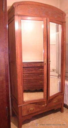 Armario 2 puertas y cajón exterior. Madera nogal macizo. Puertas espejo biselados - 111cmx228cmx47cm