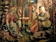 Chateau-Ecouen- Sur le côté cour, la tapisserie (E.CL1234) illustre la vieille femme racontant l'histoire de Psyché. Ce récit a fourni la composition des vitraux illustrant l'histoire de Psyché décorant la galerie du même nom, aujourd'hui présentés au musée Condé de Chantilly. Cette tapisserie est une reprise exécutée aux Gobelins au XVII°s de la tenture de l'Histoire de Psyché que François 1° avait fait tisser à Bruxelles d'après des modèles de Raphaël et sur des cartons de MICHAËL COXIC.