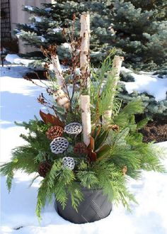 Container Gardening Ideas Gorgeous Christmas Urns - Gorgeous Christmas urns for the holidays add a festive elegance to the entryway and say welcome to your holiday guests. Christmas Lawn Decorations, Outdoor Christmas Planters, Christmas Urns, Christmas Arrangements, Christmas Centerpieces, Rustic Christmas, Winter Christmas, Winter Porch, Outdoor Decorations