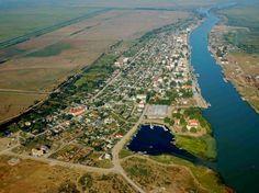 Orasul Sulina, Tulcea. Orasul se intinde de-a lungul Dunarii.