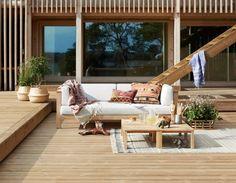 Vår og sommer er tiden for å kose seg ute.Skap ditt perfekte uterom med terrassebord fra Moelven!