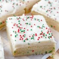 Recipes With Cool Whip, Easy Candy Recipes, Holiday Recipes, Dessert Recipes, Desserts, Christmas Sugar Cookies, Christmas Sweets, Fluffy Frosting, Sugar Cookie Bars